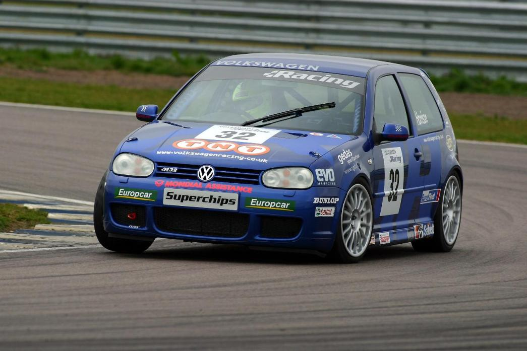 Racing VW Golf R32 Mk4