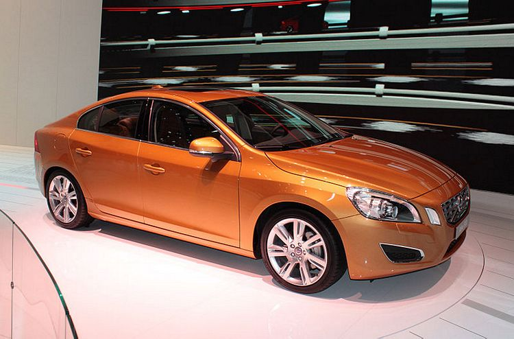 Volvo S60 T6 Side