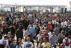 120000 fans flock to Silverstone for World Series by Renault