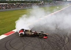 Lotus Renault F1 thrills the crowd