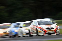 Matt Neal leading race at Croft