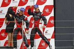 Nissan Victory Silverstone Championship Race