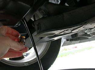 Draining-Motor-Oil