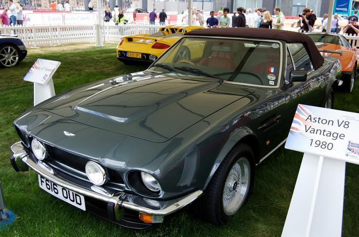L Aston Martin Vantage