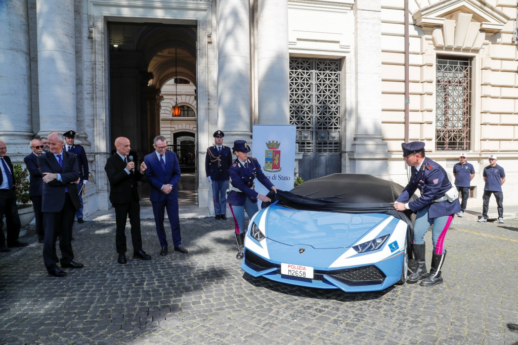 Automobili Lamborghini Delivers A New Huracán Polizia To The Italian Police