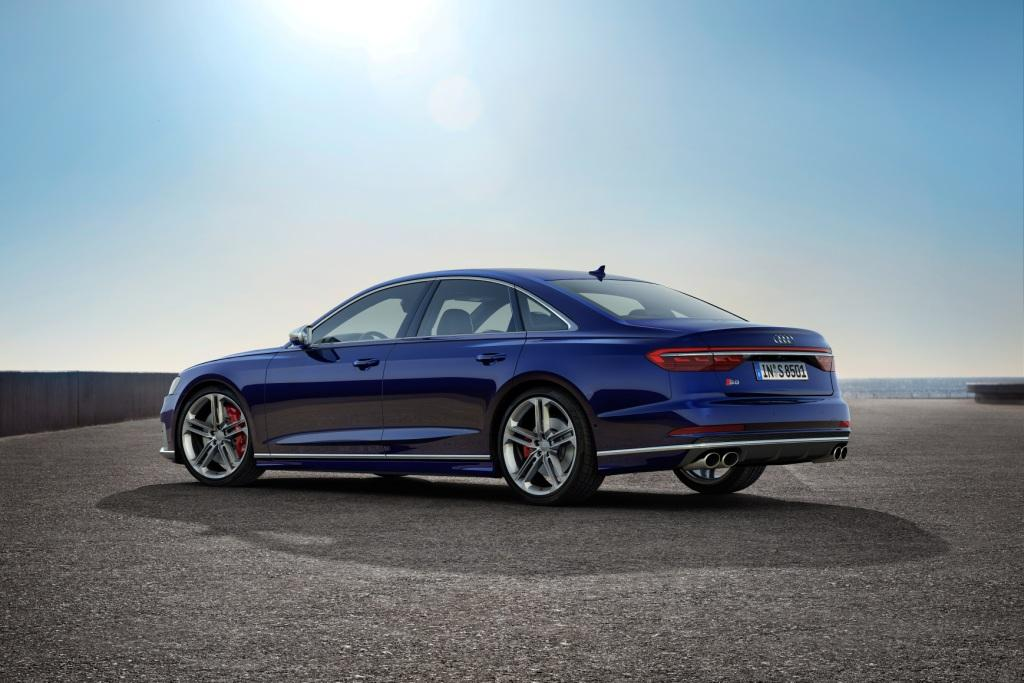 V8 TFSI power and predictive active suspension for new 571PS Audi S8