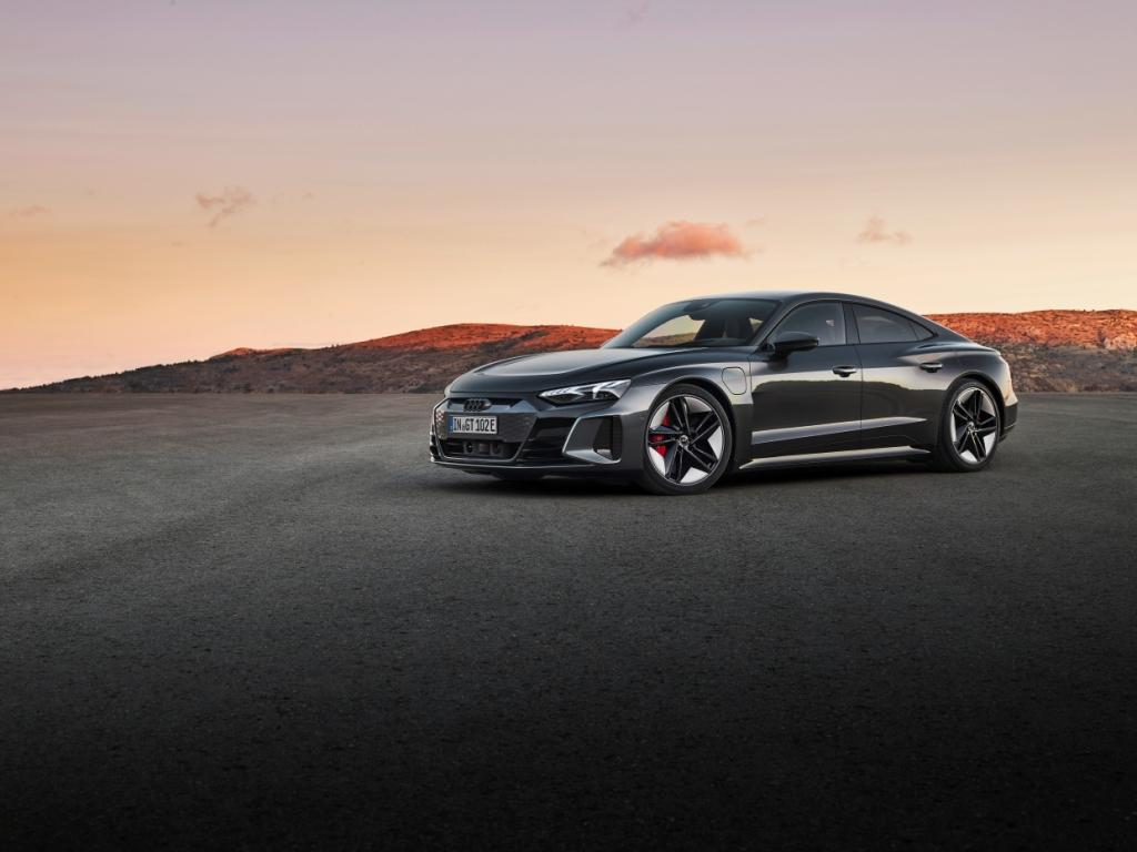 The new Audi e-tron GT quattro and RS e-tron GT