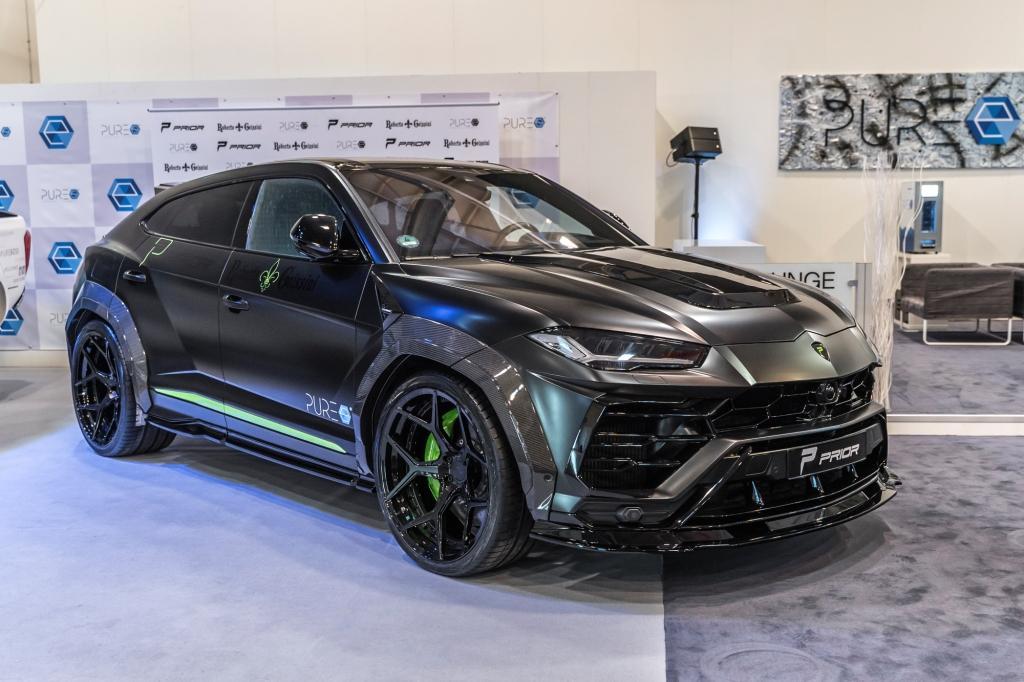 PRIOR-DESIGN Lamborghini Urus with Roberto Geissini design